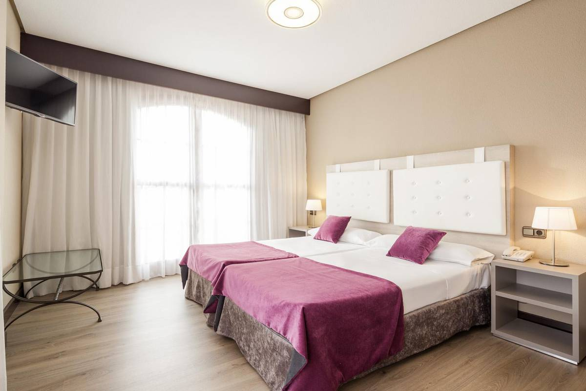 HabitaciÓn triple ilunion golf badajoz hotel ilunion golf badajoz
